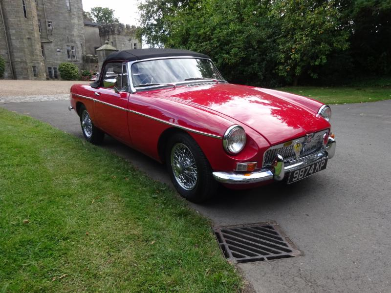 RED MGB Roadster - pull handle